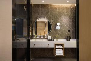 A bathroom at Buddy Hotel