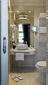 A bathroom at Relais Le Chevalier