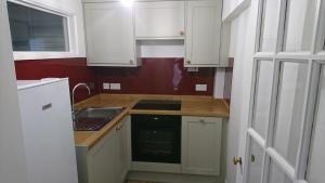 A kitchen or kitchenette at Naomi HQ