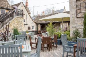 A restaurant or other place to eat at The White Hart
