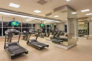 The fitness centre and/or fitness facilities at Your Studio at London SP Residences