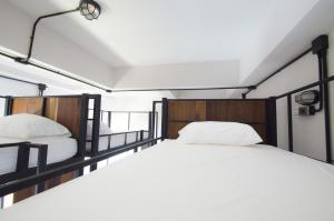 A bed or beds in a room at Sabai Hotel & Hostel