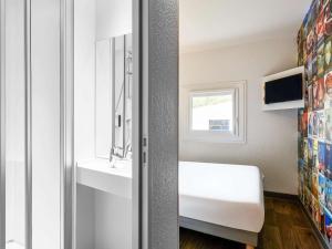 "A bathroom at hotelF1 Bordeaux Ville ""rénové"""