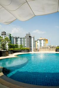 The swimming pool at or close to Golden Pearl Hotel