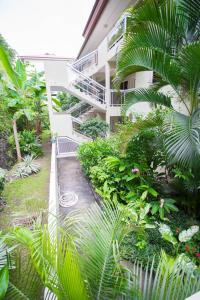 Um jardim em Beau Duplex 2 chambres Vue Mer Punaauia