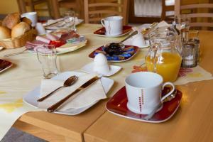 Ein Restaurant oder anderes Speiselokal in der Unterkunft Bistro im Ring