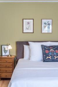 A bed or beds in a room at Quinta da Paz B&B
