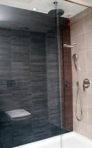 Ein Badezimmer in der Unterkunft Met Boutique Hotel