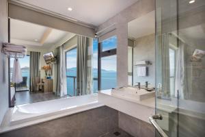Ванная комната в Xavia Hotel