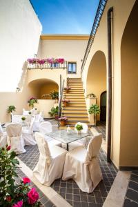 A restaurant or other place to eat at Hotel Il Duomo