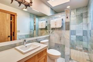 A bathroom at Wall Street Suites