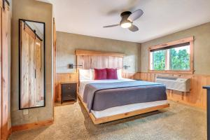 A bed or beds in a room at Wall Street Suites