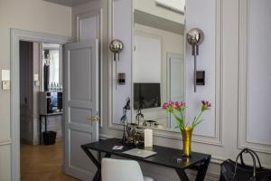 A kitchen or kitchenette at Hotel Telegraaf, Autograph Collection