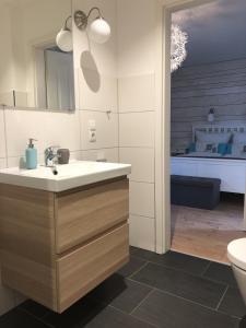 Ein Badezimmer in der Unterkunft Haus am See B&B