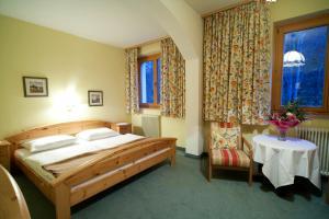 Ein Bett oder Betten in einem Zimmer der Unterkunft Goldener Ochs