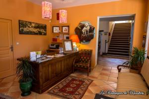 The lobby or reception area at Hotel Les Restanques De Moustiers