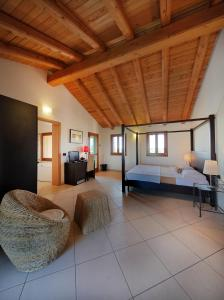 A bed or beds in a room at Il Milione Country Hotel