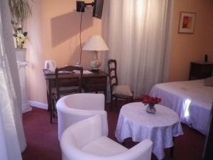 Coin salon dans l'établissement Hotel Ermitage du Moulin Labotte
