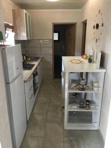 A kitchen or kitchenette at Apartman Anna