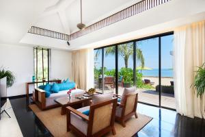 Ein Sitzbereich in der Unterkunft Sunrise Premium Resort & Spa Hoi An
