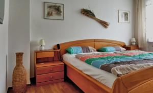 """A bed or beds in a room at Ferienhaus """"Auberge Jolie"""""""