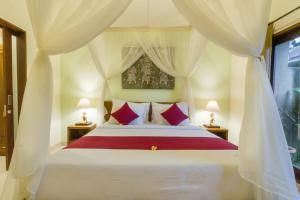 A bed or beds in a room at Sweet Ginger Villa by Prasi