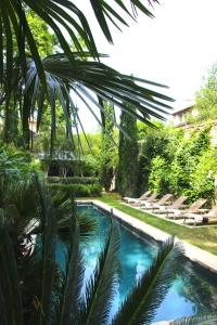 The swimming pool at or close to La Divine Comédie-Suites Deluxe