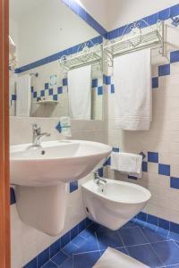 A bathroom at Hotel Villa Canu