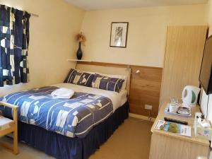 A bed or beds in a room at Alba Guest House