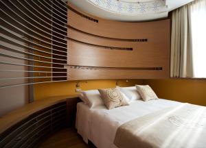 Letto o letti in una camera di Eos Hotel