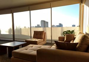 A seating area at Days Inn & Suites by Wyndham La Plata
