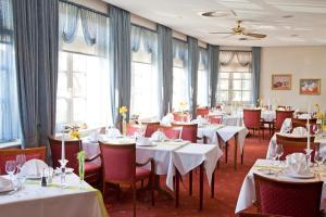 A restaurant or other place to eat at Hotel Landgut Horn