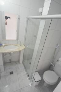 A bathroom at Pousada Estrela de Paraty