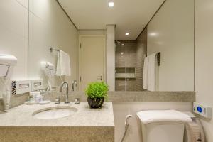 A bathroom at Mercure Sao Paulo Moema