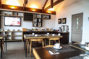 Un restaurante o sitio para comer en Hotel Martín Gusinde