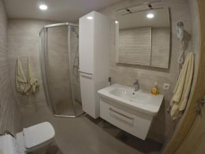 A bathroom at NordStar Apartments