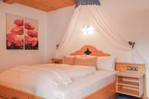 Ein Bett oder Betten in einem Zimmer der Unterkunft Alpin Apart Maurer