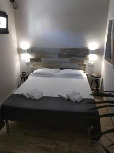 """Letto o letti in una camera di Dimora """"I Santi Patroni"""""""