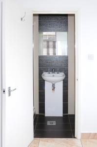 A bathroom at Abercorn House