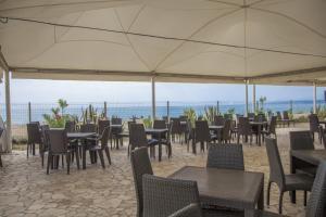 A restaurant or other place to eat at Campeggio Villaggio Sos Flores