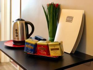 Set per la preparazione di tè e caffè presso Mastroianni's Bed & Bistrò