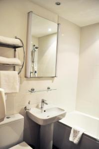 A bathroom at Argyll Guest House