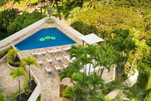 A view of the pool at Luana Waikiki Hotel & Suites or nearby