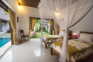 A bed or beds in a room at Villa Kamboja Senior