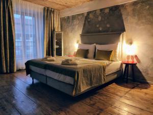 Łóżko lub łóżka w pokoju w obiekcie Hotel Kocour