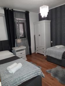 Łóżko lub łóżka w pokoju w obiekcie Apartman Sanja