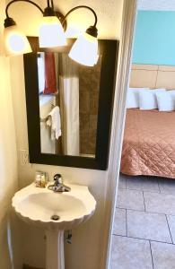 A bathroom at Dunes Inn & Suites - Tybee Island