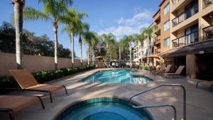 The swimming pool at or near Courtyard by Marriott Orlando East/UCF Area