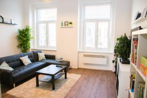 A seating area at Sunny Aircon Apartment in the Centre of Slaný
