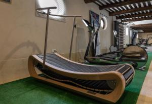 The fitness center and/or fitness facilities at Auberge de Cassagne & Spa